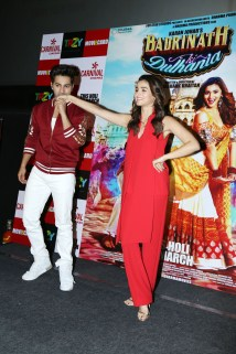 badrinath-ki-dulhania-press-conference-at-odeon-carnival-cinemas-in-delhi-10