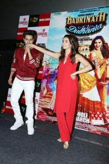 badrinath-ki-dulhania-press-conference-at-odeon-carnival-cinemas-in-delhi-10