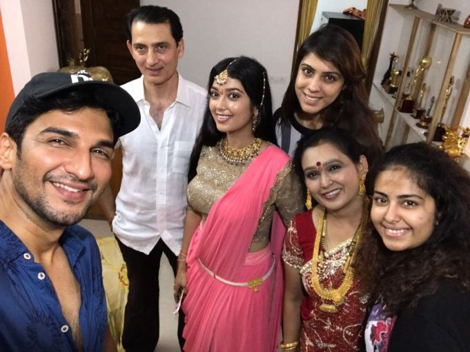 Digangana Suryavanshi with family and Manish Raisinghania- Avika Gor