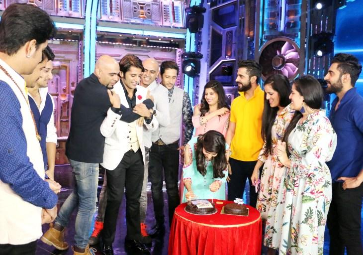 Karanvir Bohra's Birthday Celebration on the sets of India's Best Judwaah (3)