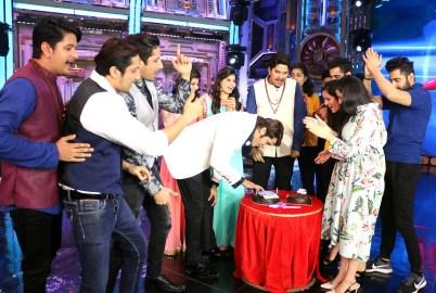 Karanvir Bohra's Birthday Celebration on the sets of India's Best Judwaah (4)