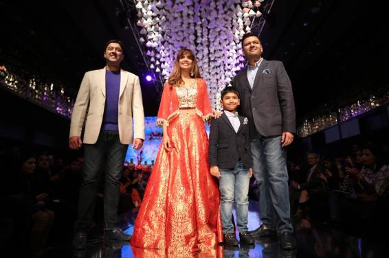 Actor Esha Gupta walked the ramp for Meena Baazar on the second day of Dream Diamonds Delhi Times Fashion Week