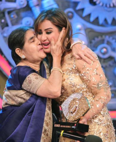 Shilpa Shinde hugging her mom after the Bigg Boss win.