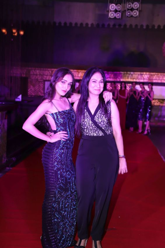 Actress Tanya Sharma and Designer Seema Kashyap at the new collection launch of The Front Row (2)