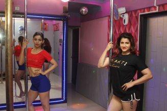 Heena Panchal learning Pole Dance6