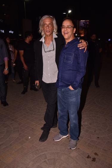 Sudhir Mishra with Vidhu Vinod Chopra at the Premiere of DaasDev