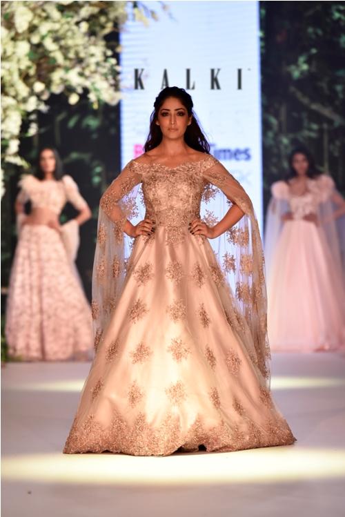 Yami Gautam walks for Kalki Fashion at Bombay Times Fashion Week 2018