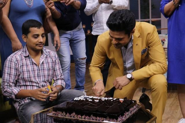 Rajeev Khandelwal cuts a cake on the last day of JuzzBaatt