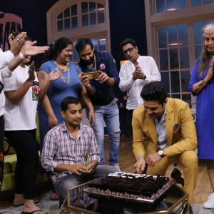 Rajeev Khandelwal cutting the cake