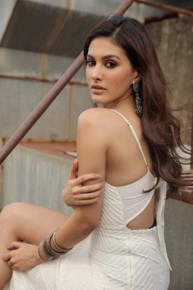 Amyra Dastur looks beautiful