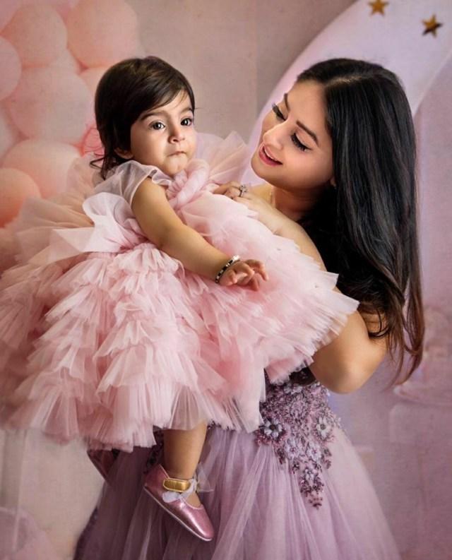Mahhi Vij with baby Tara