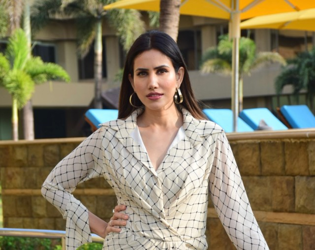 There are a lot of running, fight and shooting sequences in the series: Sonnalli Seygall