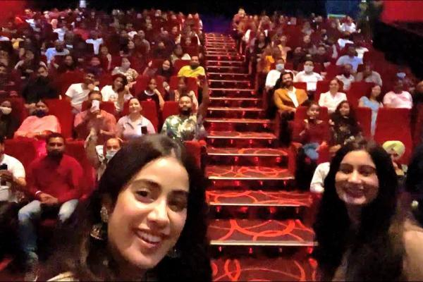 Rajkummaar Rao, Janhvi Kapoor, and Varun Sharma watch their much- anticipated film Roohi with their fans on the eve of the release
