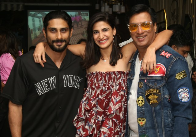 Madhur Bhandarkar wraps the film, celebrates with a dinner with cast and crew