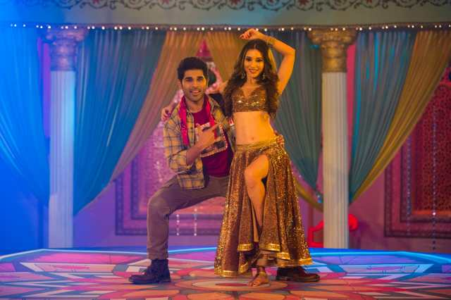 Heli Daruwala dances like a dream in Darshan Raval, Neeti Mohan's 'Vilayati Sharaab'
