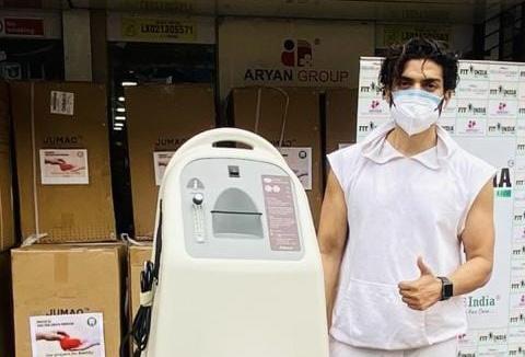 Gurmeet Choudhary organises oxygen concentrator