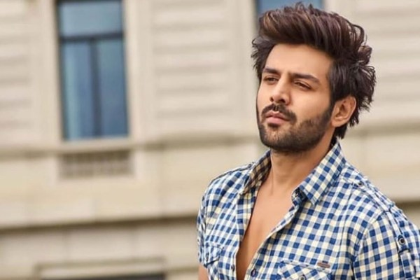 Kartik Aaryan's adorable moment with a young fan will melt your hearts