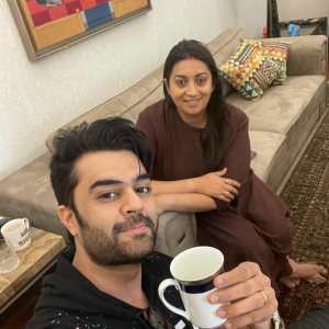 Maniesh Paul visits Smriti Irani, thanks her for the Kaadha