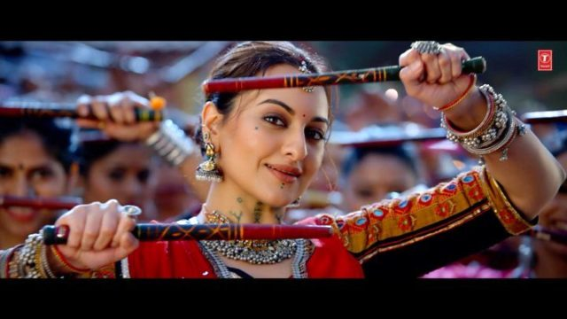 Bhuj:The Pride of India: Sonakshi Sinha does Garba for the first time in 'Rammo Rammo'