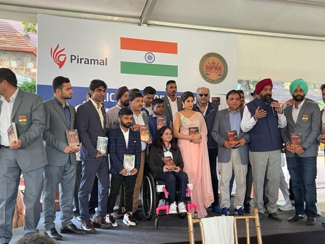 Janhvi Kapoor meets Paralympians in Delhi