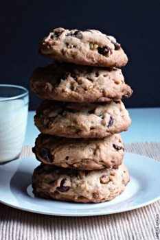 Levain Bakery Chocolate Chip Copycat Cookies | urbanbakes.com