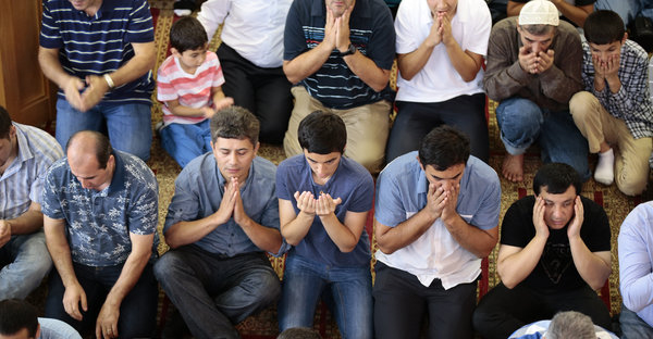 Muslim New Yorkers praying on Eid al-Fitr last year. Eid al-Fitr marks the end of the holy month of fasting for Ramadan. (Bilgin Sasmaz/Anadolu Agency, via Getty Images)