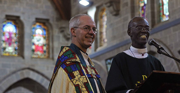 Archbishop of Canterbury Justin Welby (left) stands alongside Archbishop of Kenya Eliud Wabukala on October 20, 2013 at the All Saints Cathedral in Nairobi. (AFP)