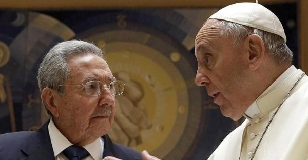 Pope Francis meets Cuban President Raul Castro during a private audience at the Vatican, Sunday, May 10, 2015. (AP Photo/Gregorio Borgia, Pool)