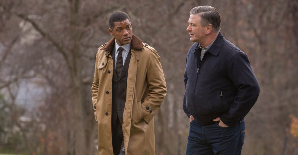 """Will Smith and Alec Baldwin in a scene from the film """"Concussion,"""" directed by Peter Landesman. (CREDIT PHOTOGRAPH BY MELINDA SUE GORDON / COLUMBIA PICTURES / EVERETT)"""