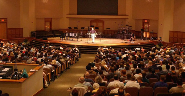 Worshipers fill the Covenant Life Church in Gaithersburg, Md. on Oct. 13, 2002. (Gail Burton—AP)