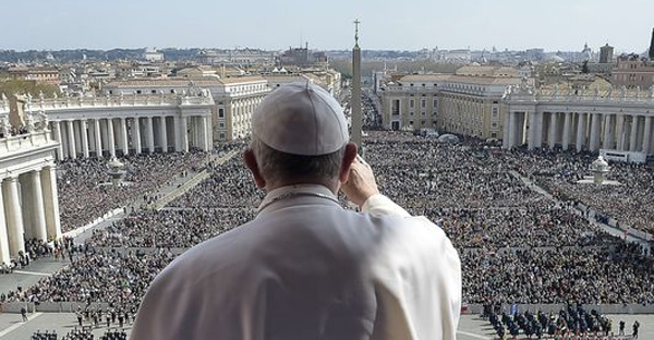 Pope Francis waves to the crowd during his Easter message. (Photo: AFP/Getty Images)