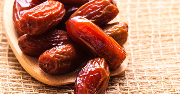 Many Muslims break their daily fast and begin the iftar meal with three dates, emulating the Prophet Muhammad who is said to have broken his fast in this manner. (VOYAGERIX VIA GETTY IMAGES)