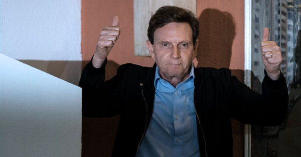 Marcelo Crivella, newly sworn in mayor of Rio de Janeiro, gives the thumbs up after casting his vote at a polling station during the municipal election runoff October 30, 2016.