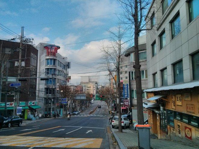 홍대 인근 상수동 거리 (사진: 신현방, 2015)
