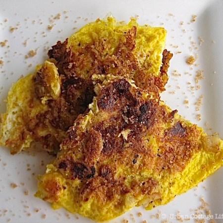 Fried Eggs & Apples | © UrbanCoittageLife.com 2011