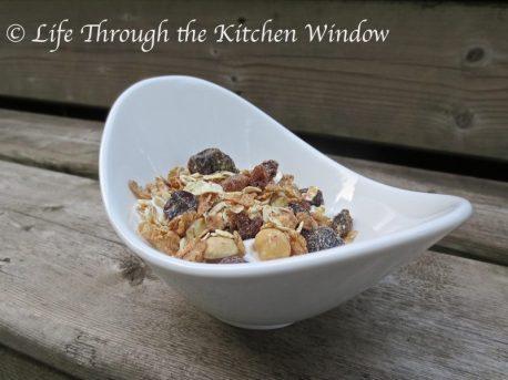 Dorset Cereals® Really Nutty Muesli on Yogourt ⎮ © Life Through the Kitchen Window