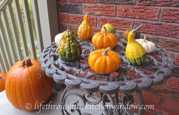 Fall Decor | © lifethroughthekitchenwindow.com