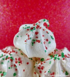 Peppermint Meringues ❘ © UrbanCottageLife.com 2013