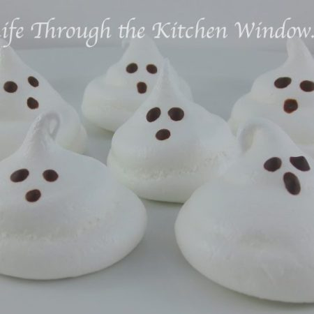 Ghostly Meringues | © UrbanCottageLife.com
