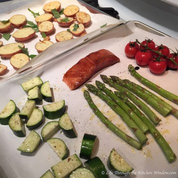 Salmon Baking Tray Dinner | © Life Through the Kitchen Window.com