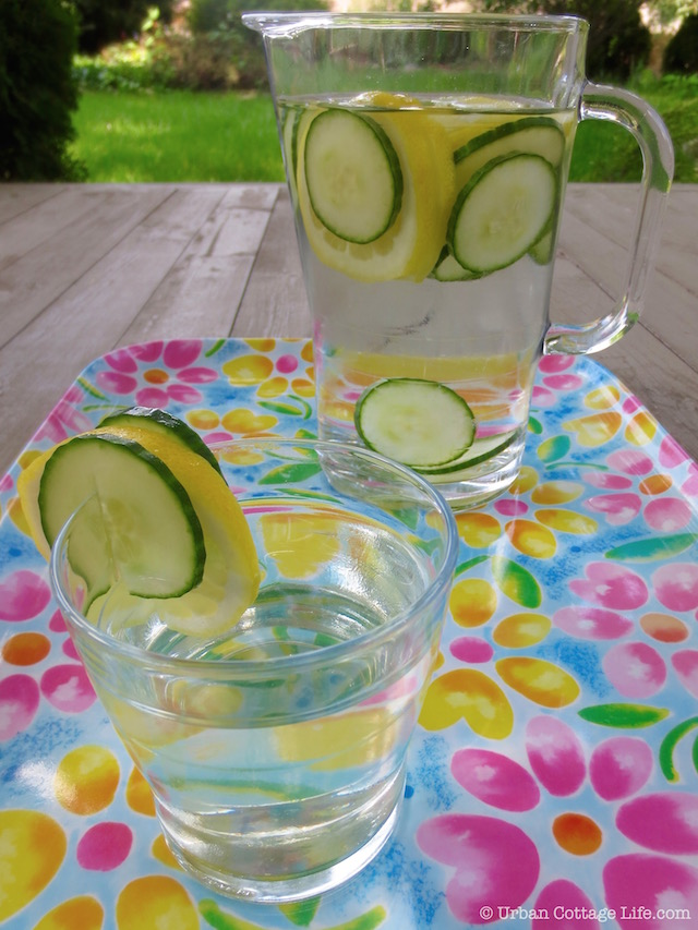 Lemon Cucumber Infused Water | © Urban Cottage Life.com