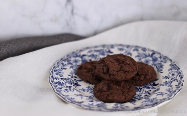 Dark Chocolate Sour Cherry Cookies | © UrbanCottageLife.com 2016