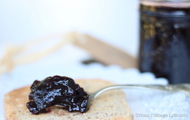 Blueberry Lime Jam |© UrbanCottageLife.com