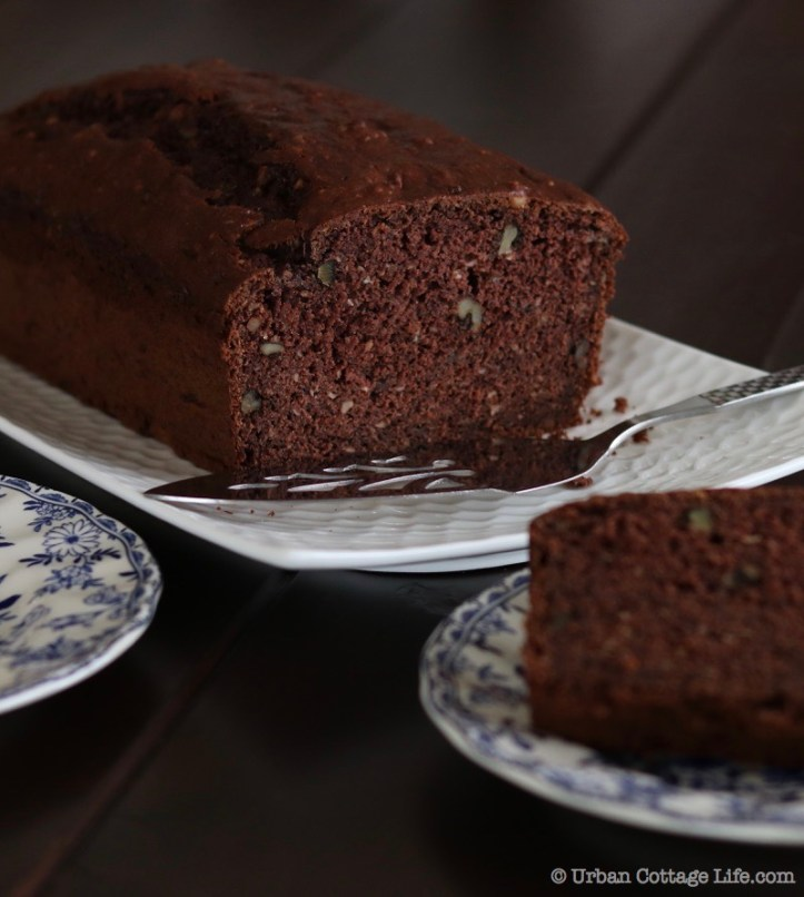 Chocolate Banana Bread ❘ © UrbanCottageLIfe.com