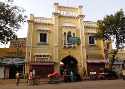 Source: http://indianbazaars.blogspot.in/2012/07/marketplace-as-urban-heritage-devaraja.html