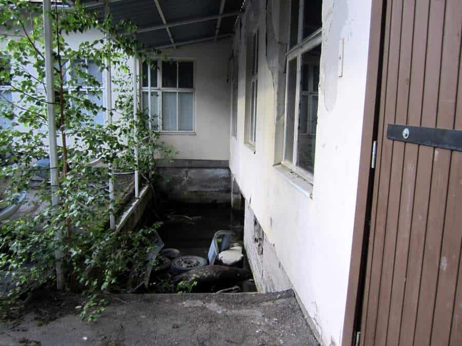 Vanha terveyskeskus - hylätty huumeluola