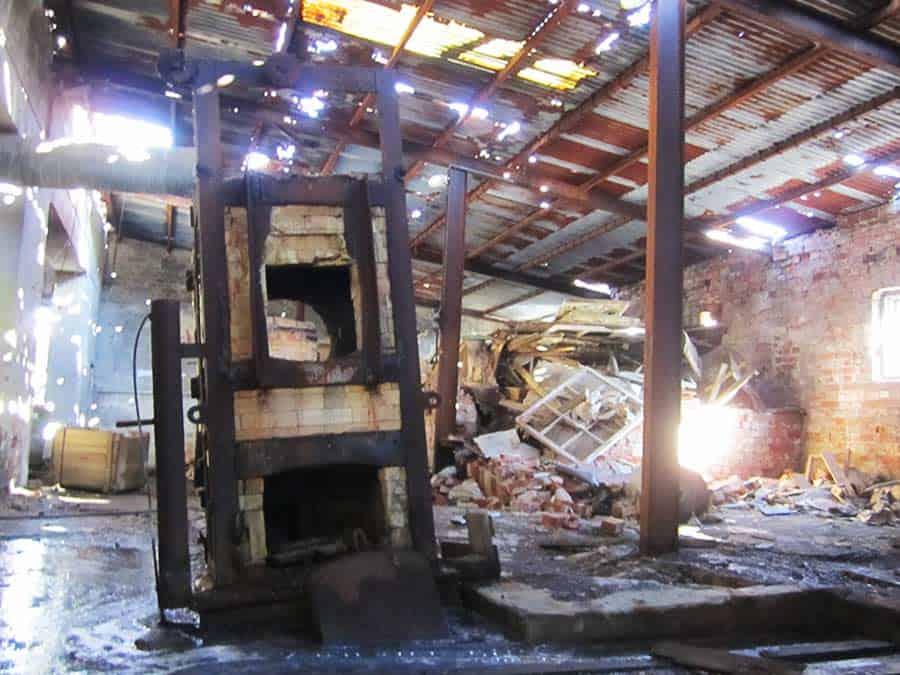 Hyljätty tehdashalli