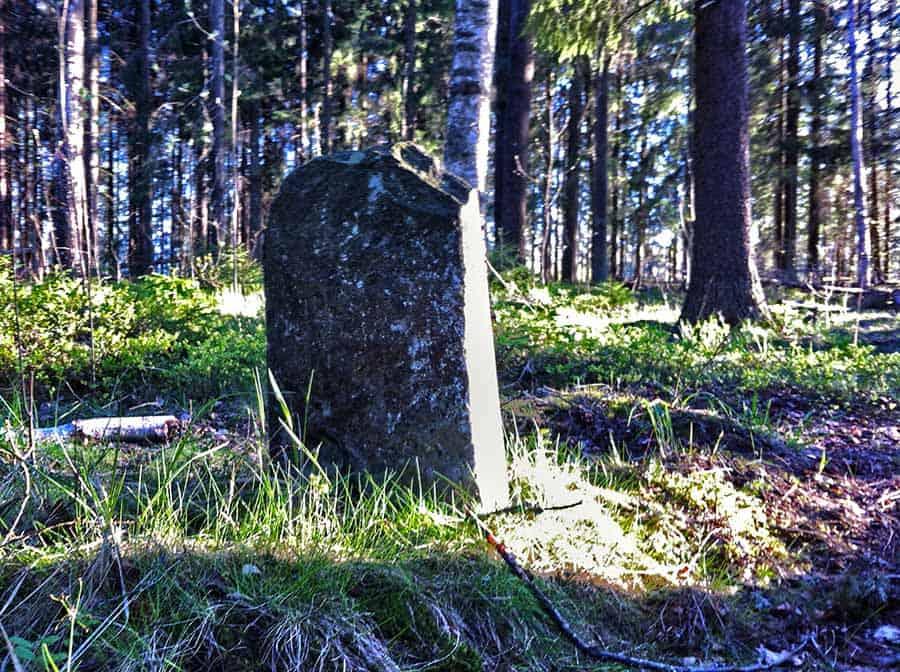Unohtamalla häpäisty hautausmaa