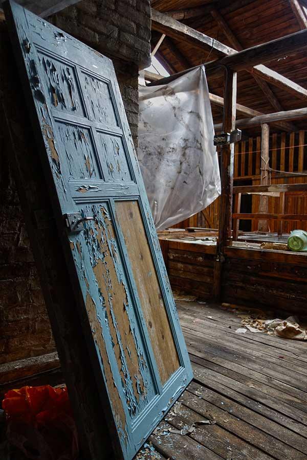 Hylätty kerrostalo - Nikkarijugendtalon viimeiset asukkaat