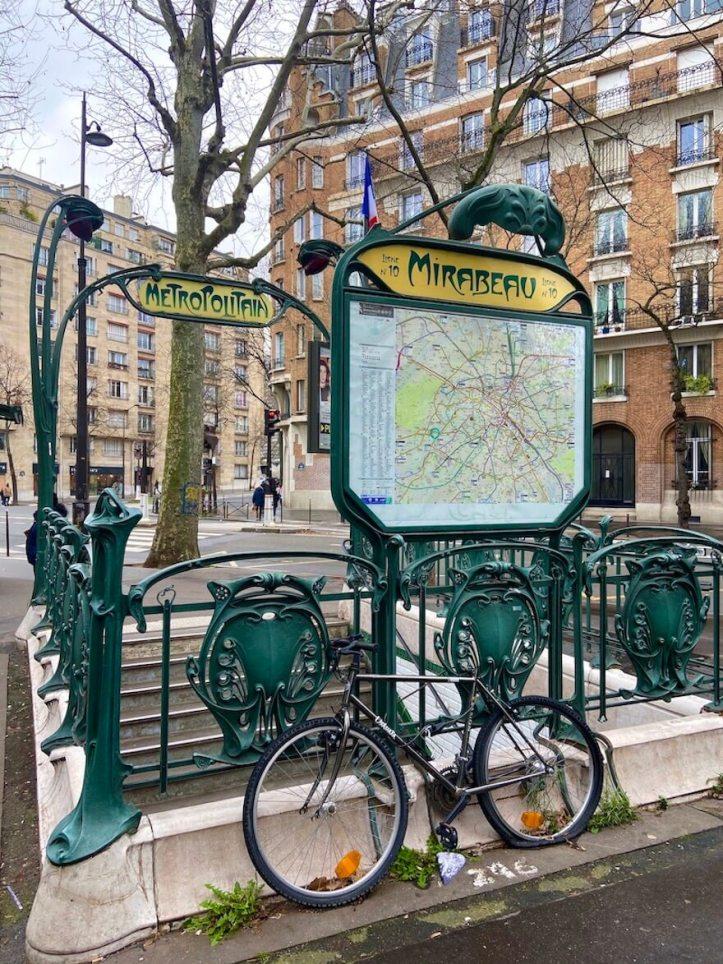 Metro Mirabeau, Paris